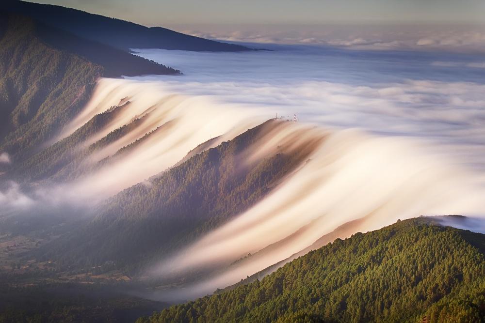 Poza zilei: Cascada de nori, fotografie de Dominic Dähncke